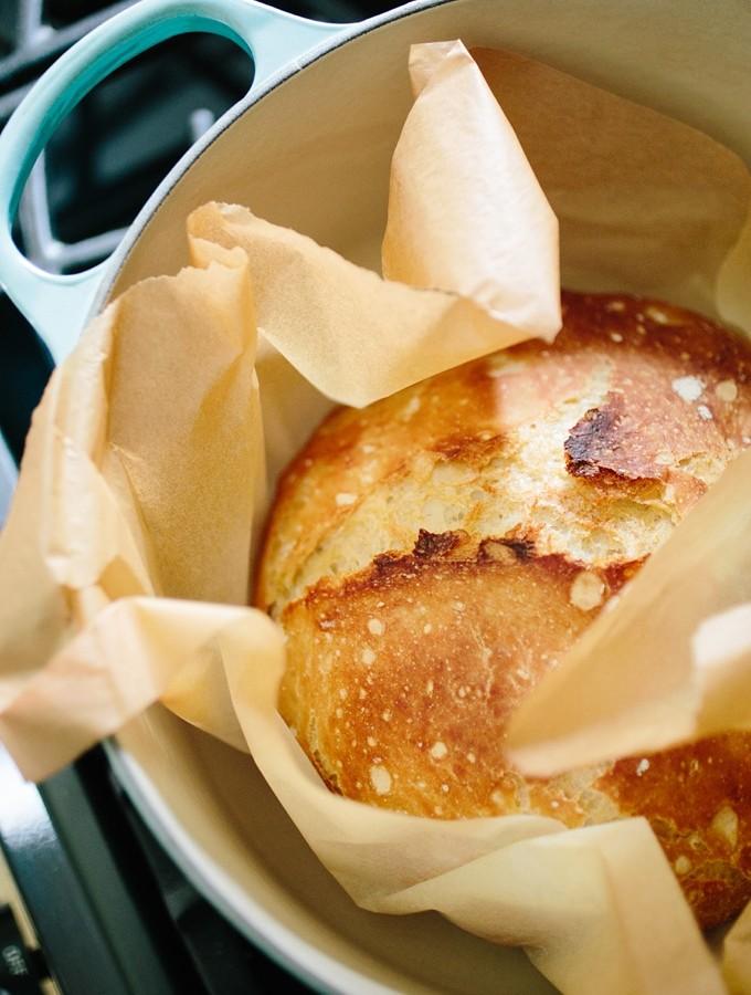 Easy Rustic Dutch Oven No-Knead Crusty Bread